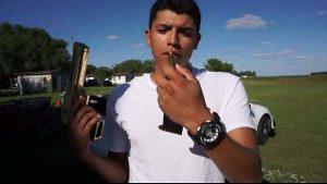 Pedro Ruiz prezinta arma care îi va fi fatala