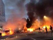 Zeci de autovehicule au fost incendiate in Suedia intre-un atac fara precedent