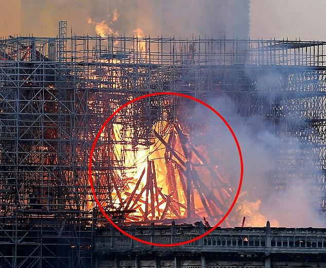 O femeie a văzut imaginea lui Iisus Hristos în flăcările de la Notre Dame