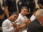 Doi dintre membri bandei au sfidat asistența în timpul procesului