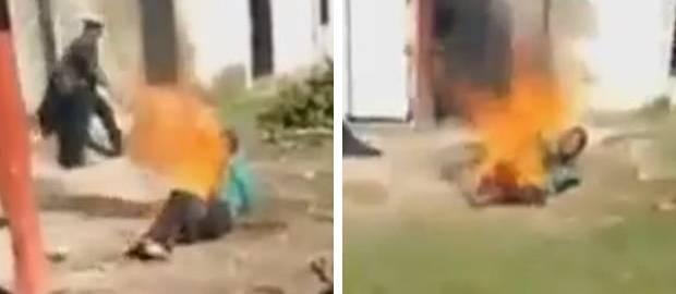 Bărbat în flăcări după ce mulțime furioasă i-a dat FOC