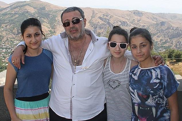 Mikhail Khachaturyan și cele trei surori care l-au ucis