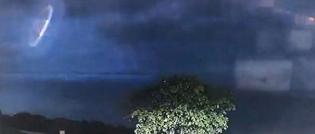OZN surprins în timpul unei furtuni în Australia