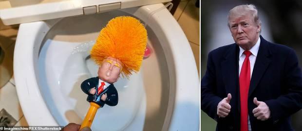 Chinezii își spală WC-ul cu o perie care îl reprezintă pe Donald Trump
