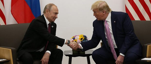 Vladimir Putin si Donald Trump în timpul întâlnirii G20 de la Osaka