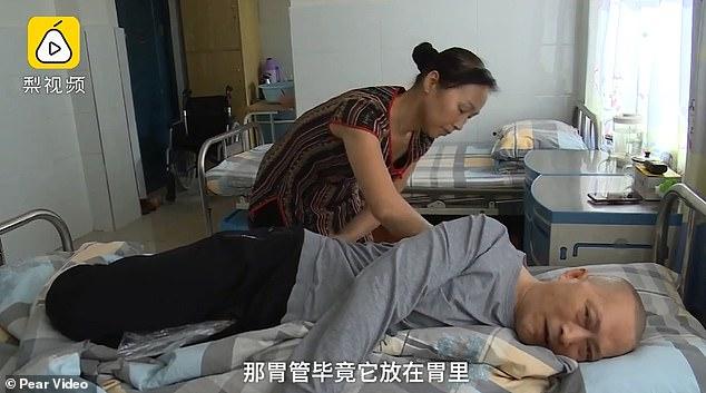 Bărbatul care s-a trezit din comă după cinci ani îngrijit cu devotament de soția sa
