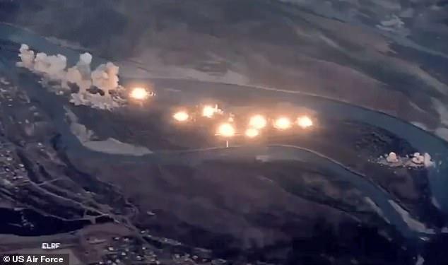 """Bombardamentul american pe insula """"infectată de ISIS"""""""