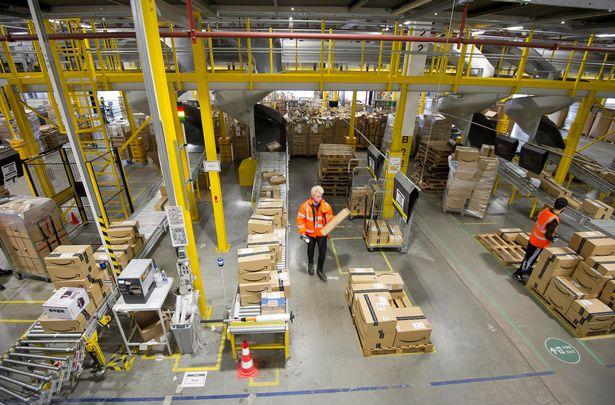 Muncitorii din depozitul Amazon