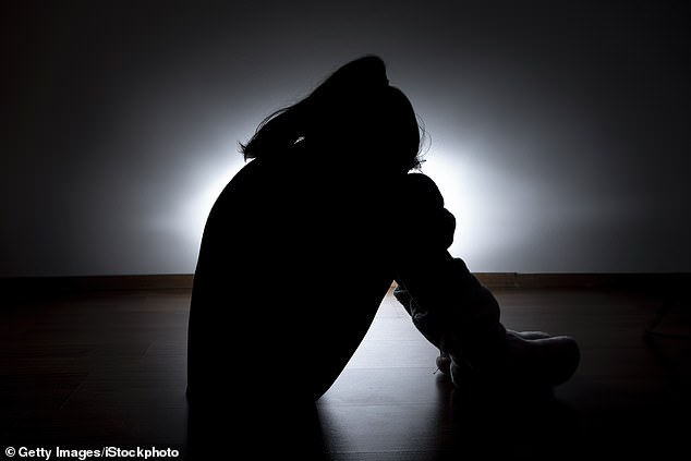 Tatăl acuzat că a conceput șase copii cu propria fiică va fi judecat