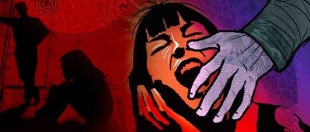 O fată de 12 ani a fost violată pentru bani de cel puțin 30 de pedofili cu acordul tatălui ei