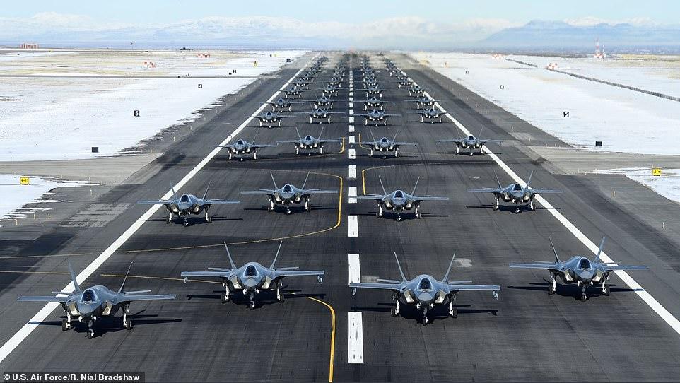 52 de avioane F-35A au fost lansat de la Baza Forețelor Aeriene Hill într-o uriașă desfășurare de forță
