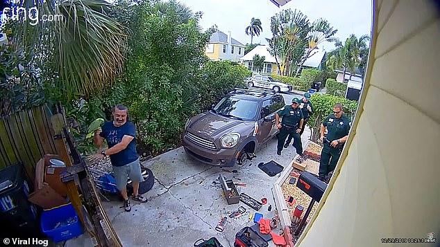 Un papagal vorbitor a declanșat o alertă la poliție care s-a dovedit falsă