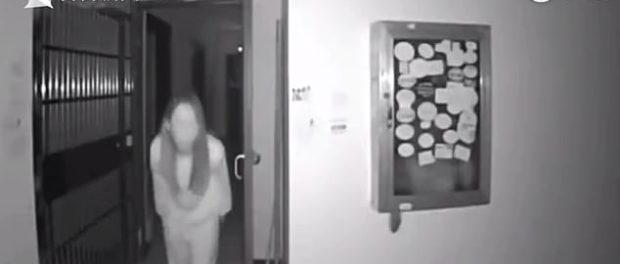 O femeie a scuipat pe clanța vecinilor într-o clădire în carantină din China