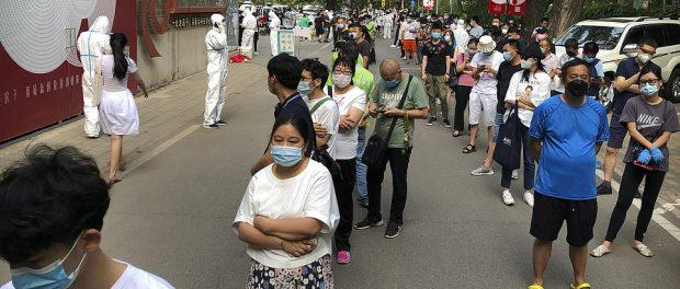 China testează 350000 de persoane la Beijing