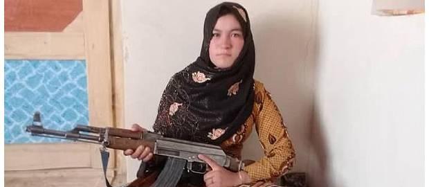 Fata afgană care a ucis doi luptători talibani cu un AK47 după ce aceștia i-au ucis părinții